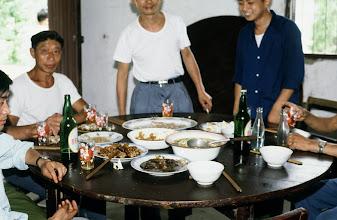 Photo: 11135 揚州/湾頭人民公社/民家/昼食