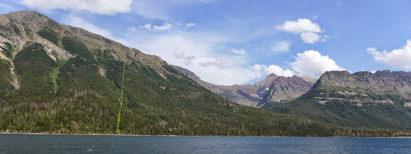 Photo: The USA-Canadian border as seen from the boat
