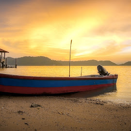 Golden time by Ah Wei (Lung Wei) - Transportation Boats ( penang, jeti, nature, pulau aman, penang island, air, clouds, samyang, samyang 12mm f/2.8 ed as ncs fisheye, boats, malaysia, sun, george town penang, seascape, sunlight, fisheye, light, beach, george town, sunset, pulau pinang, samyang 12mm f2.8, jetty, landscape )