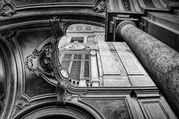 Architettura monocromatica di Francesca Patrizi