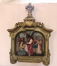 """Photo: *VI. stáció: Veronika kendőt nyújt Jézusnak """"Követé Őt a nép és az asszonyok nagy sokasága""""  (Lk 23,27)"""