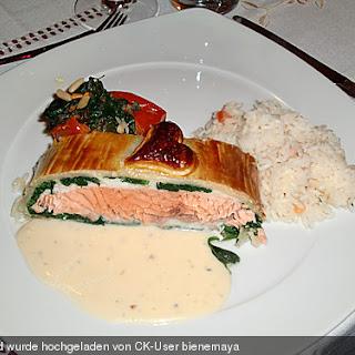 Lachs im Blätterteig mit Champagner - Estragon - Sauce