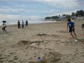 Photo: La situació del centre prop de la mar és privilegiada i permet activitats com aquesta del departament d'Educació Física