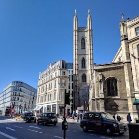 ロンドンで最もインスタ映えするカフェと評判の「ホスト・カフェ」は金融街に佇む教会の中にあり!