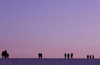 Photo: People on the roof of Oslo Opera House  オペラハウスの屋根の上で