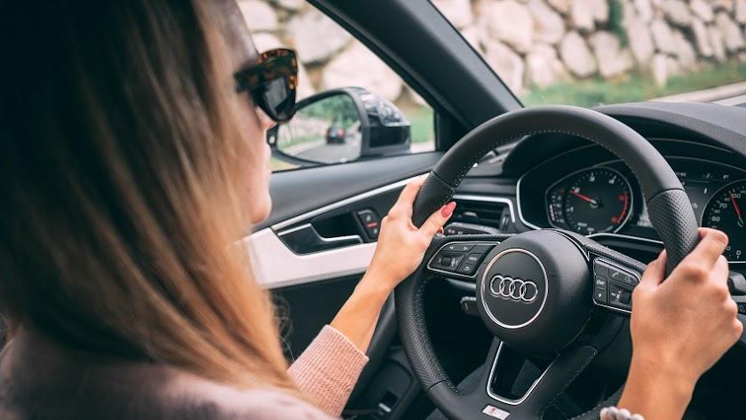El informe sobre la mujer al volante ha desmitificado viejas creencias y tópicos sobre las conductoras.
