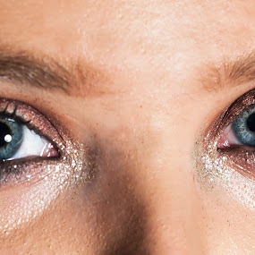 BLUE EYES IS BACK by Russell Mander - People Portraits of Women ( colour, potrait, blue, eyes )