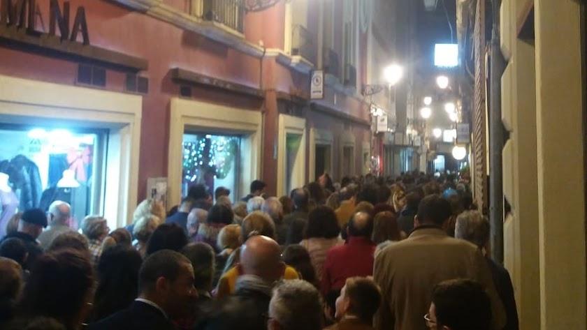 La calle Tiendas, un verdadero atasco humano.