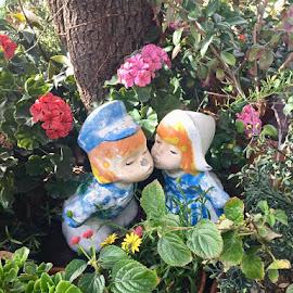 Kissin by Diane Garcia - Artistic Objects Still Life ( ornament )