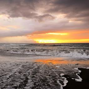 Por Do Sol Na Praia Da Ribeira Grande São Miguel Açores - by Angela Silva - Landscapes Sunsets & Sunrises ( ângela silva )