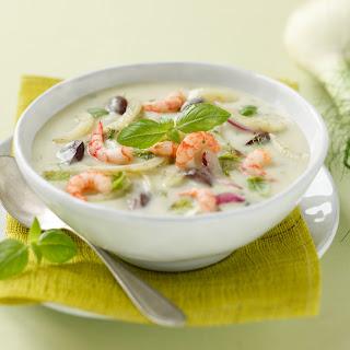 Kartoffelsuppe mit Shrimps, Fenchel und Oliven
