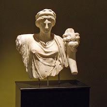 Photo: Burdur, Torso van een godin met horens des overvloeds 1ste helft 2de eeuw