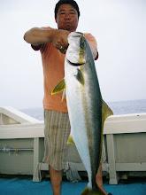 Photo: よっしゃー! ヒラス5.6kg! ・・・しかし「ガリガリ君」で。 釣り人は「ブクブク」で。