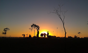 Photo: The Nexus 4 camera typically works pretty well with sunsets.