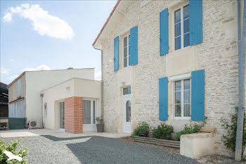 maison à Asnières-la-Giraud (17)