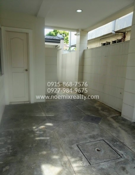 House and lot in West Fairview, Quezon City 1 car garage