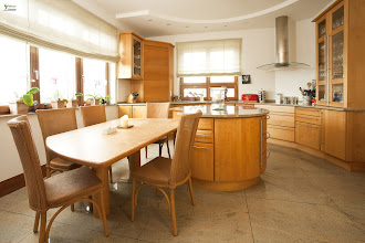Photo: Kücheninsel mit Tisch