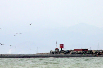 Photo: end of jetties comng back to Callao