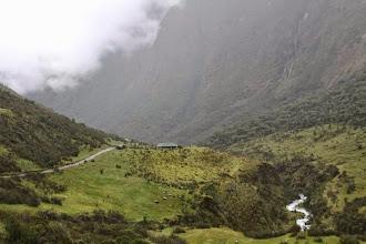 Photo: El camino y el río. Siempre de la mano Mollepata - Machupichu Semana Santa 2015
