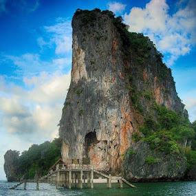 Rock by Deep Ocean - Landscapes Travel ( blue, green, beautiful, sea, rock, seascape,  )