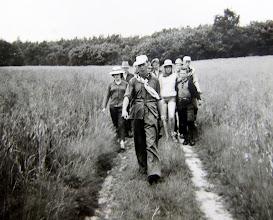 Photo: J.G. kamp Lemele 1962 Vooraan Hendrik Hoving, links Alie Hilberts rechts achteraan Harm Hadderingh, Hilje Schuiling, Peter Zirkel (Duitse jongen), daarachter Hinnie Mennega en Lute Enting