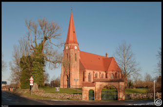 Photo: Die neugotische Kirche in Buchholz wurde 1878 errichtet, durch einen Brand im Jahre 1914 weitgehend zerstört, 1925 wieder errichtet und ab den 1990ziger Jahren saniert. Fotogalerie der Dorfkirchen mit Landkarte: http://goo.gl/jIwcUq