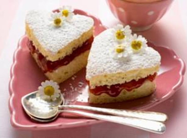 Little Mini Strawberry Heart-shaped Cakes Recipe