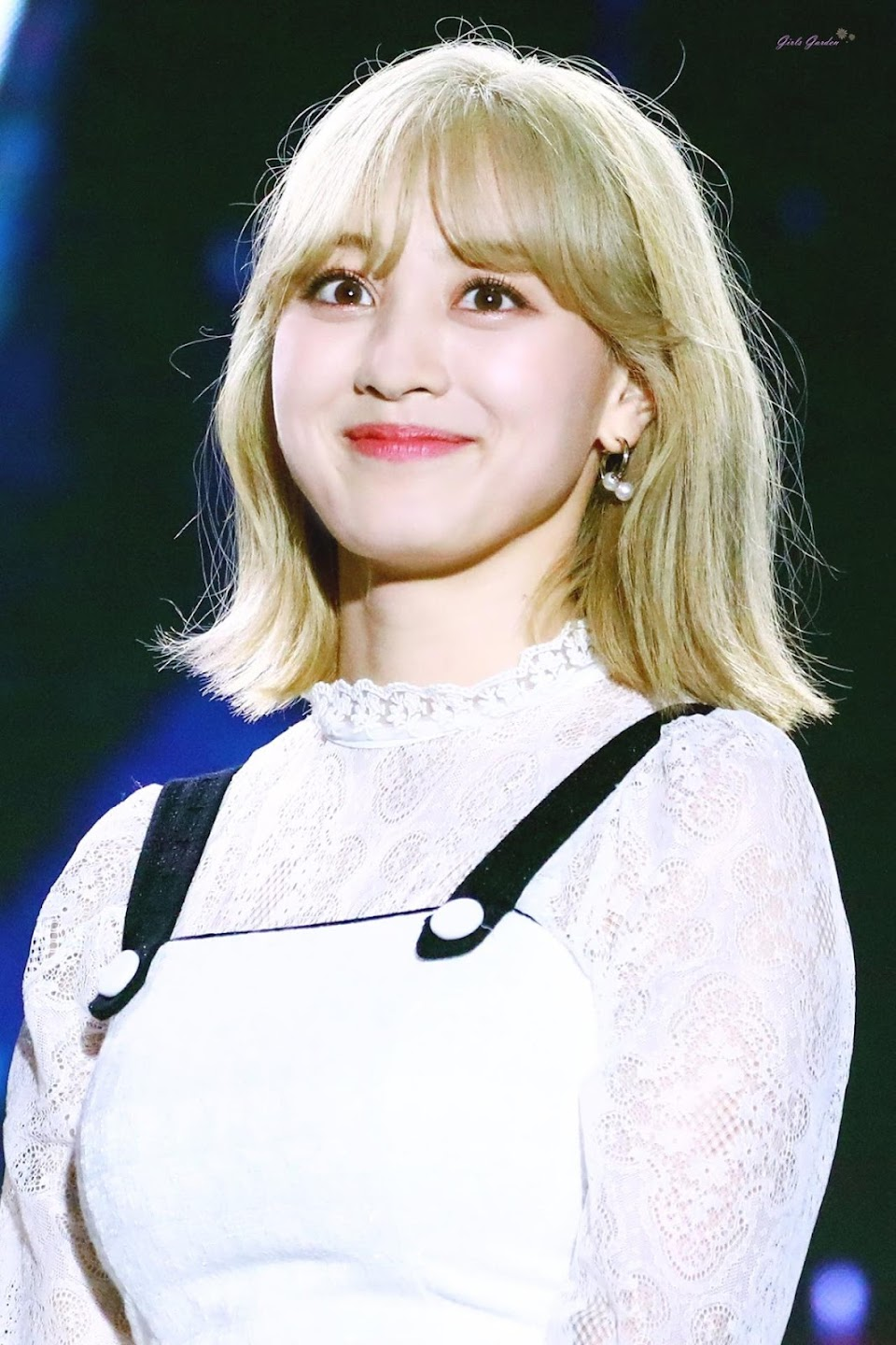 jihyo blonde 1