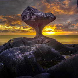 Kannestein rock by Jan Helge - Landscapes Caves & Formations ( rock, sunset, norway, kannestein, vågsøy )