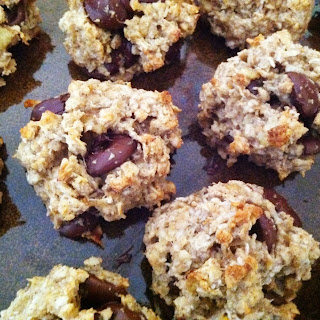 HEALTHY BANANA OAT COOKIES WITH COCONUT AND DARK CHOCOLATE