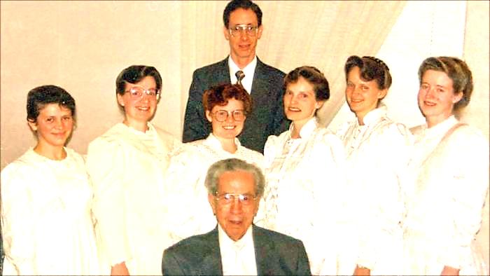 https://i2.wp.com/ramaxem.com/wp-content/uploads/2019/06/Warren-Jeffs-And-Brides.jpg?fit=700%2C394&ssl=1