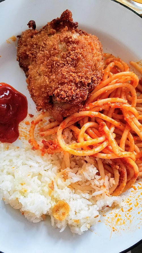 JunJun Jollibee Dinner enjoy your fried chicken with sides like sweet spaghetti or garlic fried rice