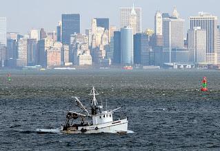 Photo: Fiskebåt utanför New York februari 09