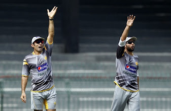 Photo: Pakistan's captain Misbah-ul-Haq (L) and Shahid Afridi shout towards the dressing room area during a practice session ahead of their fourth One Day International cricket match against Sri Lanka in Colombo June 15, 2012. REUTERS/Dinuka Liyanawatte (SRI LANKA - Tags: SPORT CRICKET)