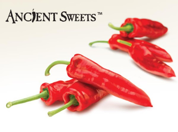 Rinse the sweet peppers, remove seeds and stem, and slice into slender strips.
