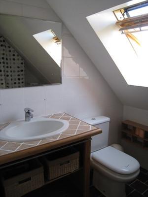 4-salles-de-bain-avec-lavabo-douche-et-wc