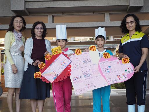 食育閱讀課程中,學生獻上最真誠的感謝給營養師和廚工