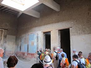 Photo: It.s3S229-141007Pompéï, site archéo, 'Domus di Casca Longus', atrium, fresques sur mur, entrées chambres  IMG_5528