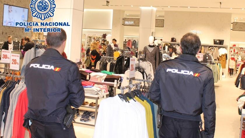 Una pareja utilizaba a sus hijos para robar ropa.