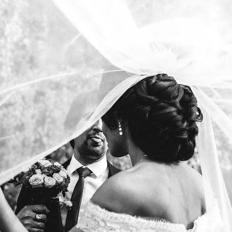 Wedding photographer Dmitriy Besov (Zmei99). Photo of 12.12.2017