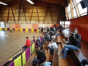 Photo: Juste deux contraintes : le sol est glissant, et les rollers sont interdits en tribune.