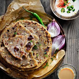Sindhi Koki (Sindhi Style Flaky Flatbread With Onions)