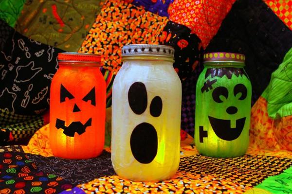 cheap-Halloween-decorations-DYI-lanterns-glass-jars.jpg
