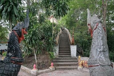 Nagas auf den Berg Phou Si.