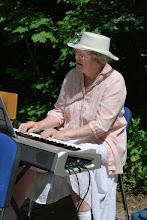 Photo: Solveig på klaveret