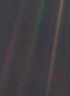 https://upload.wikimedia.org/wikipedia/commons/thumb/7/73/Pale_Blue_Dot.png/290px-Pale_Blue_Dot.png