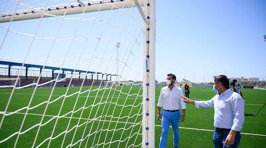 El alcalde visita el Complejo Deportivo de La Cañada