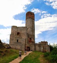 Photo: W pogodne dni z wieży zamku widoczne są wierzchołki Tatr