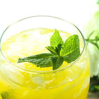 Skinny Mango Vodka Mojito.