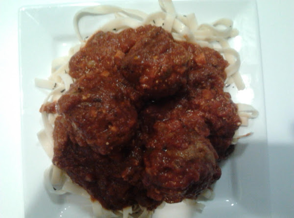 Full Of Flavor Meat Balls With Tomatoe Sauce Recipe